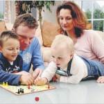 Nicht ärgern: Familie gegen die Krise. Aus der RZ - Titelgeschichte.