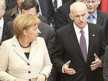 Sie sollen Griechenland retten. Und den Euro. Und die deutschen Banken: Kanzlerin Merkel und der griechische Regierungschef Papandreou.