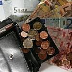 Es geht uns an die Geldbörse. Und damit das nicht allzu deutlich wird, stimmt die Eurozone Kriegsgeschrei - es geht gegen die Märkte. Aber wer ist das?