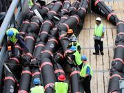 Barrieren gegen die Ölpest - Katastrophen wie im Golf von Mexiko lassen sich nur durch Verzicht vermeiden.