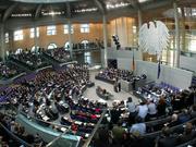 Ob die Abgeordneten so sicher waren, wie es die Mehrheit im Bundestag glauben macht? Auch der neue Euro-Rettungsschirm verbreitet Unsicherheit. Und ist zu klein.